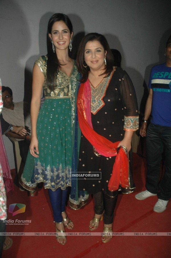 Katrina, Farah on the sets of Jhalak Dikhla Jaa at Filmistan.  .