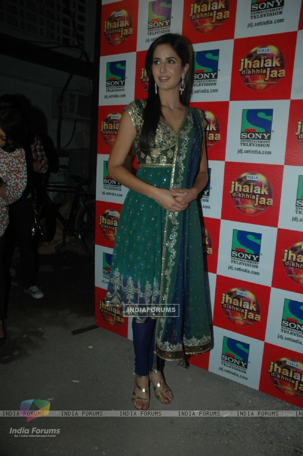 Katrina on the sets of Jhalak Dikhla Jaa at Filmistan.  .