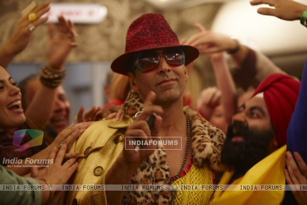 Still from the movie Tees Maar Khan (112403)