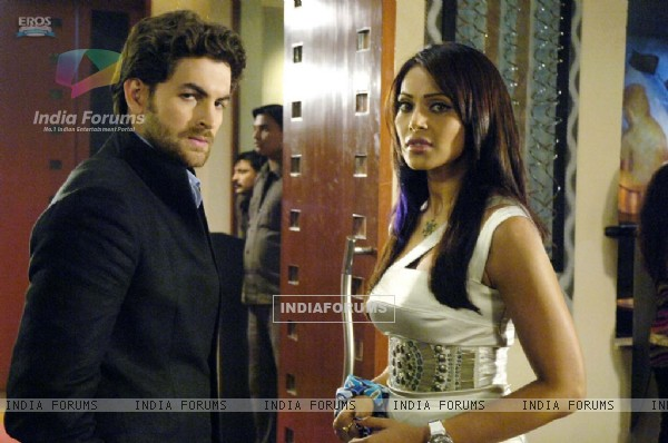 Neil and Bipasha looking confused