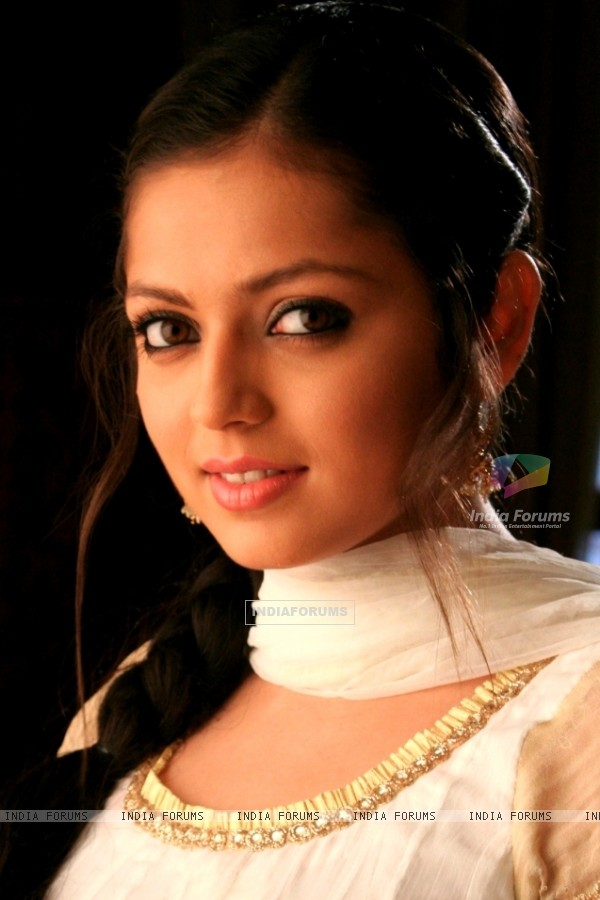 http://img.india-forums.com/images/600x0/112730-drashti-dhami.jpg
