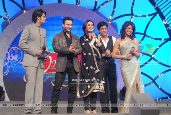 Manish Paul, Saif, Kareena, Shahrukh and Priyanak at COLORS Umang 2011. .
