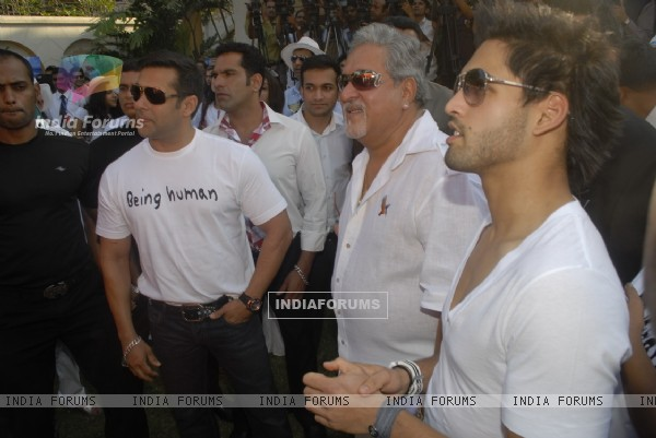 Dr.Vijay Mallaya along with Salman Khan, his son Siddharth and Models  at Kingfisher Calendar Launch 2011