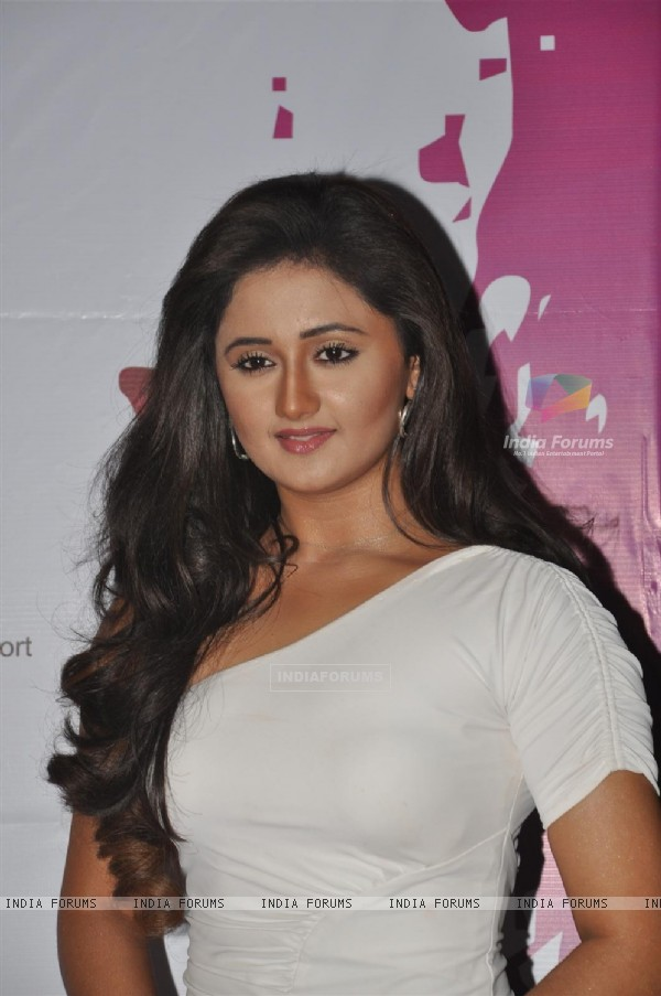 Rashmi Desai at Pearls Waves Concert, Bandra Kurla Complex in Mumbai. .