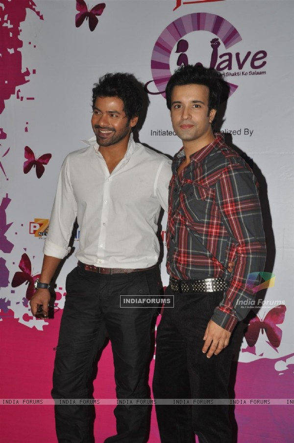 Shabir Ahluwalia and Aamir Ali Malik at Pearls Waves Concert, Bandra Kurla Complex in Mumbai. .