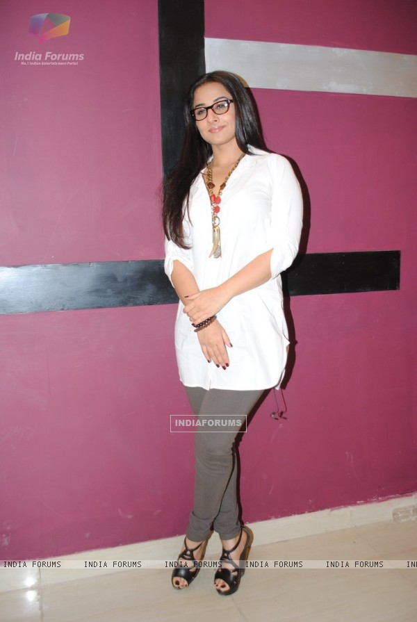 Vidya Balan on the sets of UTV Bindass1