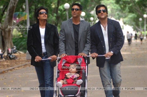 Akshay,Fardeen and Ritesh with a baby