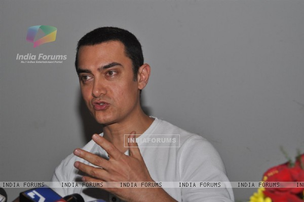 Aamir Khan at the Unveiling of Dhobi Ghat's First Look, Andheri (114061)