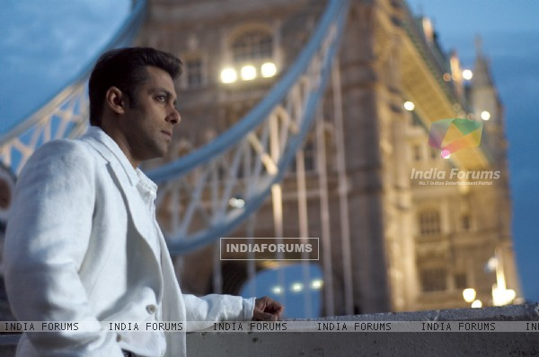 Salman Khan looking tensed (11418)