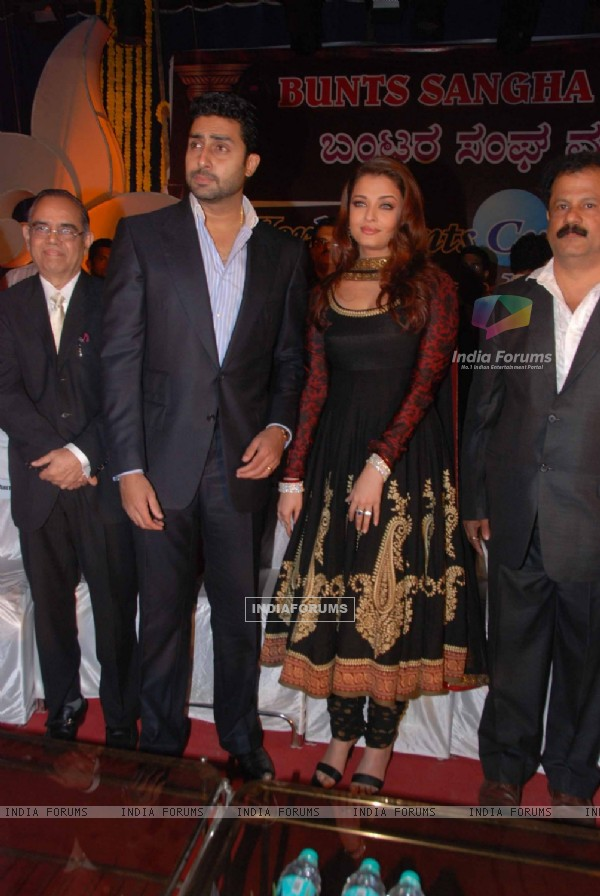 Aishwarya & Abhishek Bachchan at Bunts Sangha Event at Powai. .