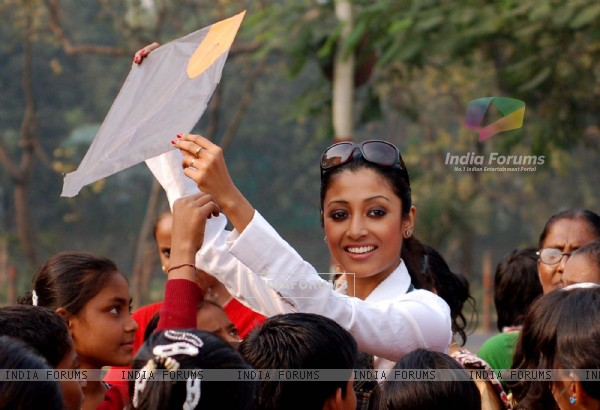 Kolkata: Tollywood actress Paoli Dam celebrates kites festival during the eve of up coming New Year 2011 in kolkata on Friday. .