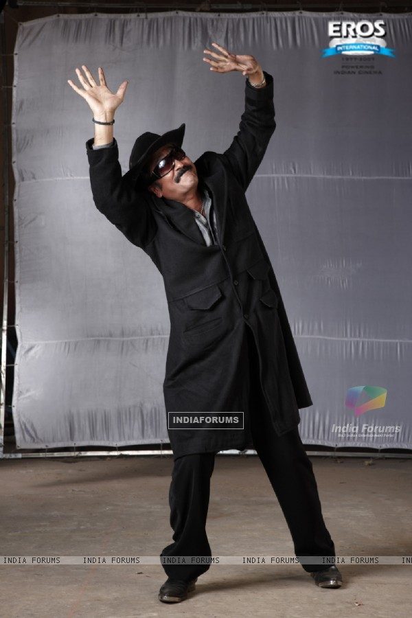 Mukesh Tiwari dancing in One Two Three