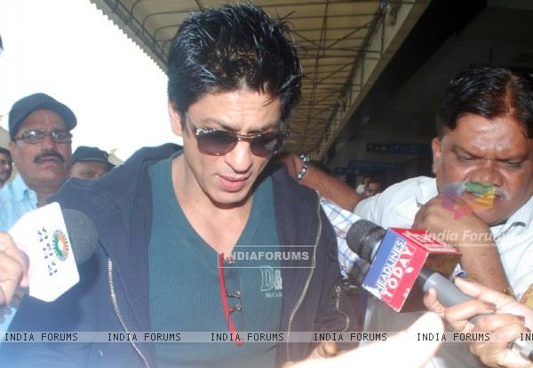 Shahrukh Khan leaves for Dubai to celebrate New Year