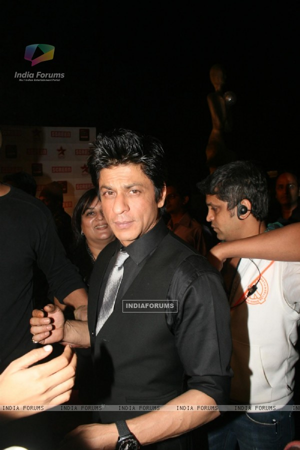 Shahrukh Khan at 17th Annual Star Screen Awards 2011
