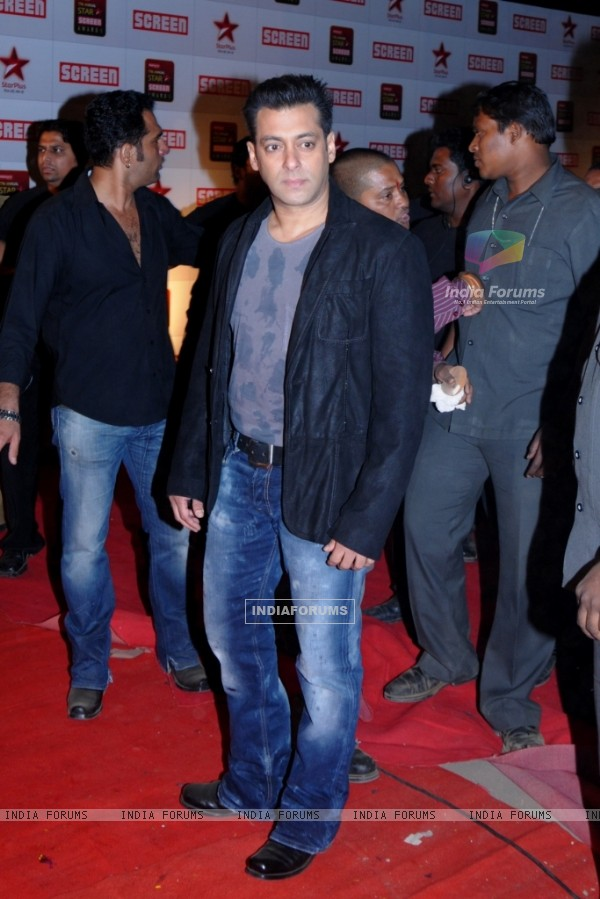 Salman Khan at 17th Annual Star Screen Awards 2011