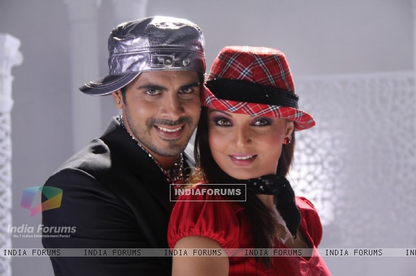 Deepshika and Keshav in the movie Yeh Dooriyan (116096)