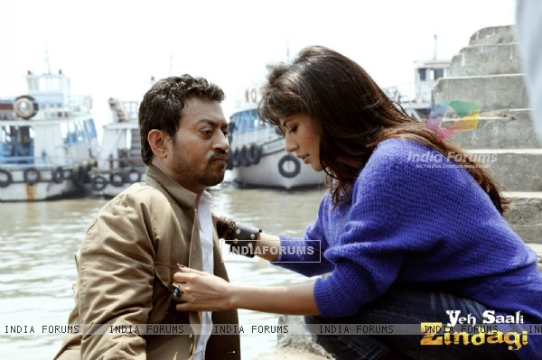 Irrfan Khan and Chitrangda Singh in the movie Yeh Saali Zindagi (116135)