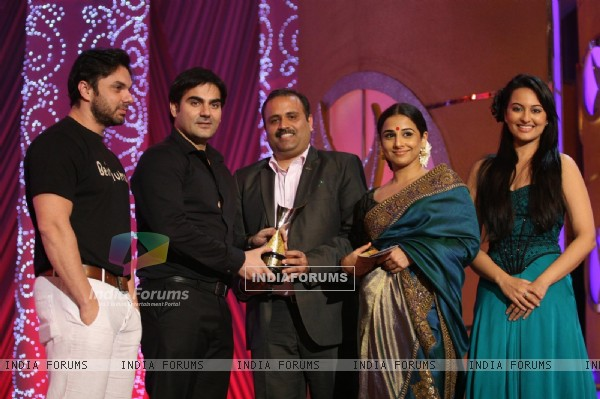 Celebs at 6th Apsara Awards Night at BKC, Mumbai