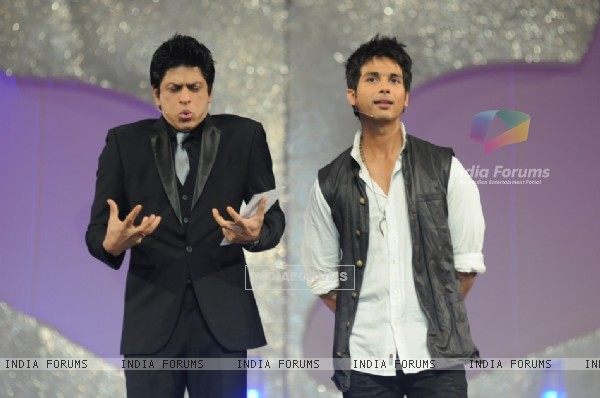 Shahrukh and Shahid anchoring in 17th Annual STAR Screen Awards