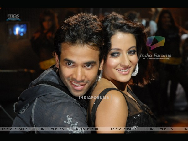 Cute scene of Tusshar and Raima