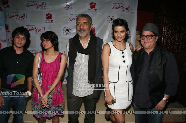 "Gul Panag, Prakash Jha and Vinay Pathak at film ""Turning 30!!!"" promotional event"