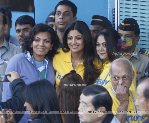 Shilpa Shetty and Tina Ambani at Standard Chartered Mumbai Marathon 2011
