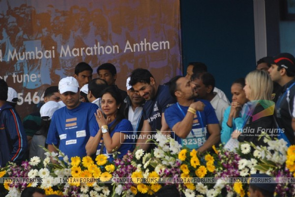 John Abraham, Rahul Bose and Shefali at Standard Chartered Mumbai Marathon 2011
