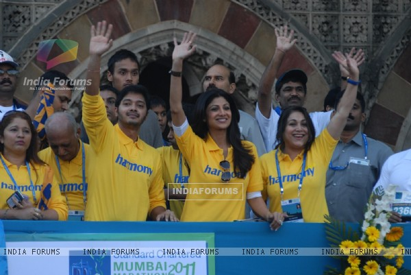 Shilpa Shetty, Tina Ambani and Shreyas Talpade at Standard Chartered Mumbai Marathon 2011