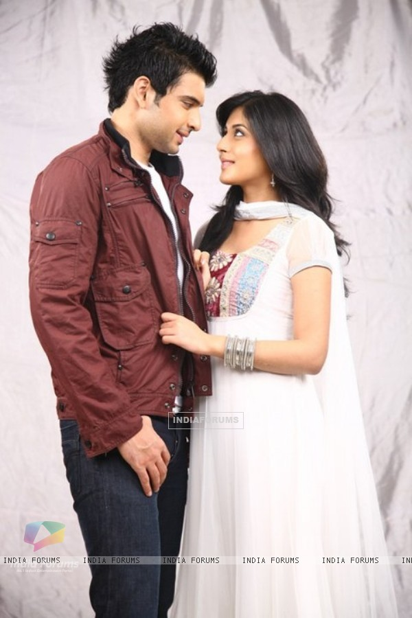 http://img.india-forums.com/images/600x0/117201-still-image-of-arjun-and-arohi.jpg