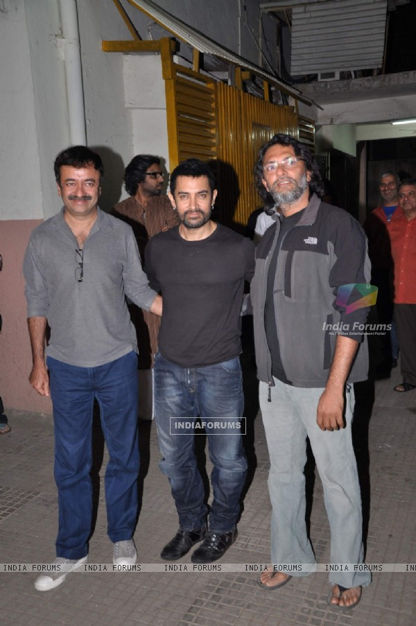 Aamir Khan at 'Dhobi Ghat' screening with Rajkumar Hirani and Rakeysh Omprakash Mehra. . (117424)