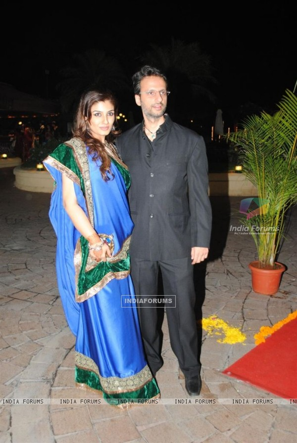 Raveena Tandon with his hubby in Sameer Soni and Neelam Kothari's wedding ceremony