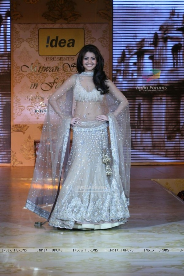 Anushka Sharma walks the ramp for Shabana Azmi's charity show 'Mizwan'
