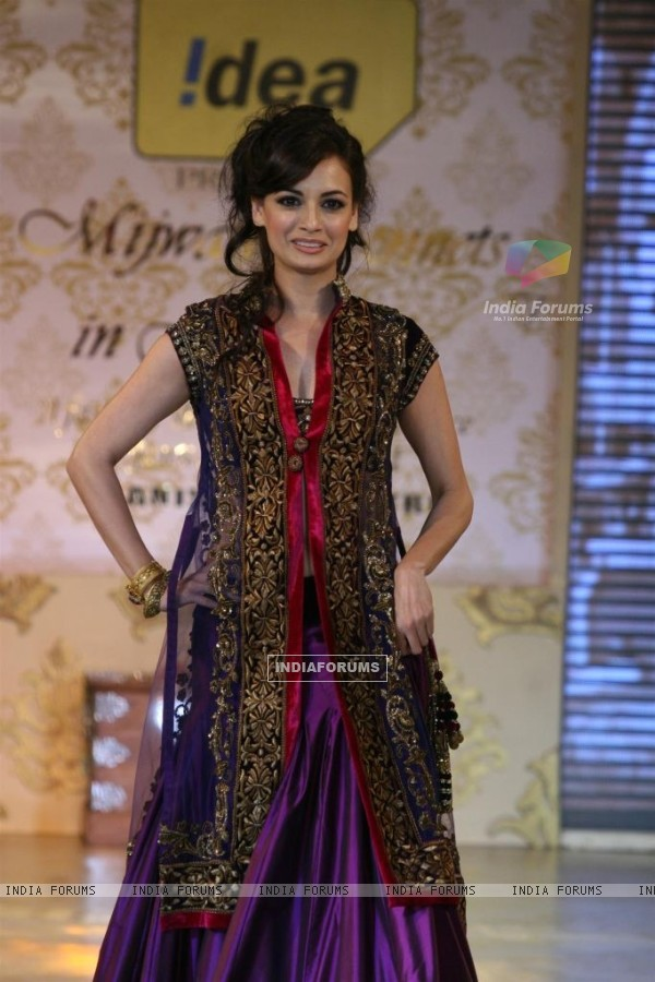 Dia Mirza walks the ramp for Shabana Azmi's charity show 'Mizwan'