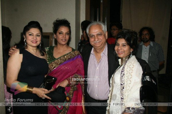 Ramesh and Kiran Sippy with Shabana Azmi's charity show 'Mizwan Sonnets in fabric'