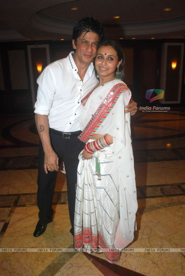 Shahrukh Khan and Rani Mukherjee in Sameer Soni and Neelam's wedding reception