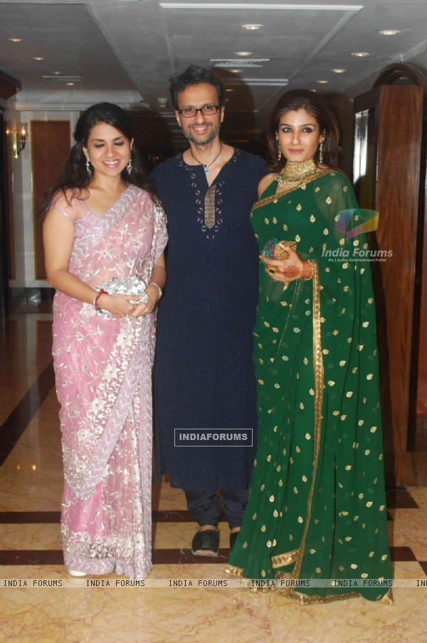 Raveena Tandon and her husband at Sameer Soni and Neelam's wedding reception