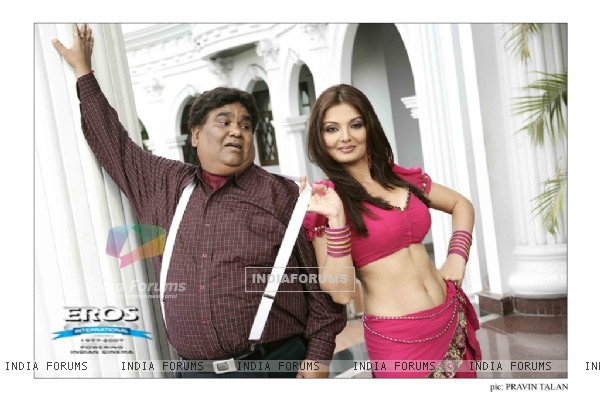 Deepshika and Satish Kaushik in Dhoom Dadakka