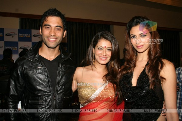 Payal Rohatgi, Simran Kaur Mundi and Kushal Punjabi at 'Zor Ka Jhatka' bash at JW Marriott Hotel