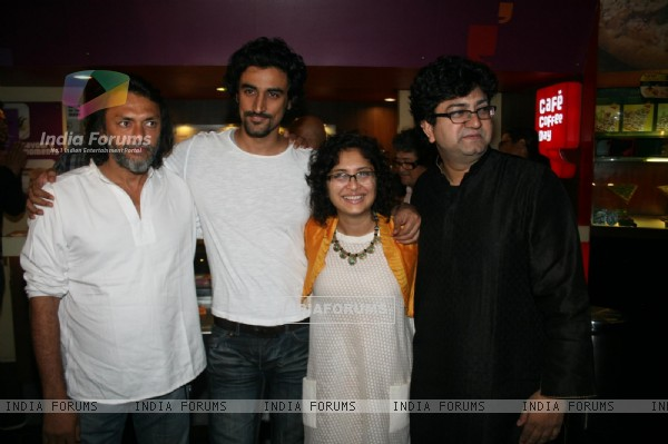 Rakeysh, Kunal, Kiran and Prasoon at 'Rang De Basanti' team celebrates its 5th year with special scr (118462)