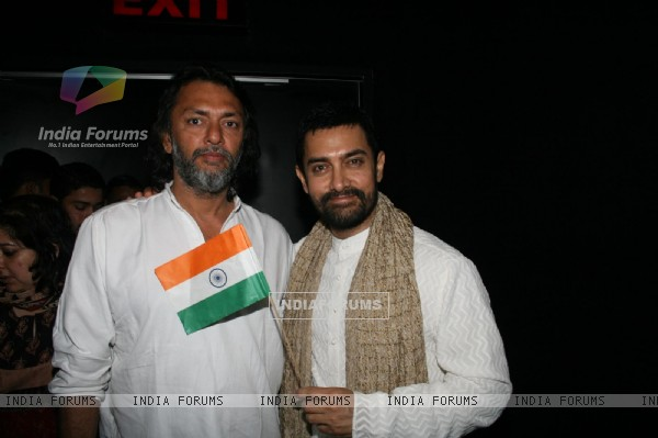 Aamir Khan and Rakeysh Omprakash Mehra at 'Rang De Basanti' team celebrates its 5th year (118472)