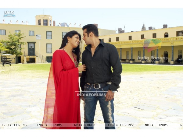Salman and Priyanka looking hot