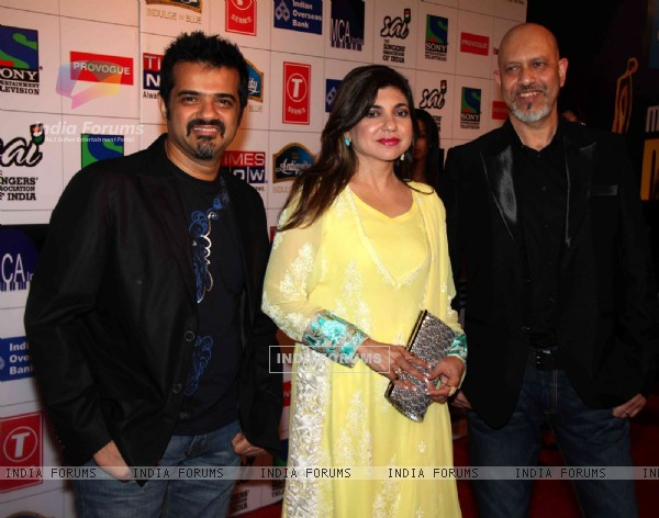 Alka Yagnik, Ehsaan Noorani and Loy Mendosa at Mirchi Music Awards 2011 at BKC