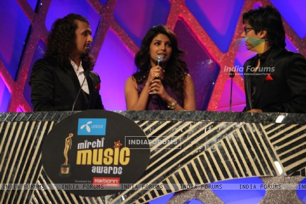 Shaan, Priyanka Chopra and Sonu Nigam at Mirchi Music Awards 2011 at BKC