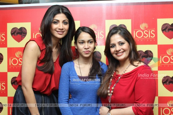 Shilpa Shetty at IOSIS event with underprivileged children