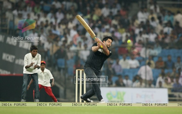 Aftab Shivadasani playing at Gully Cricket organised by Project Crayons
