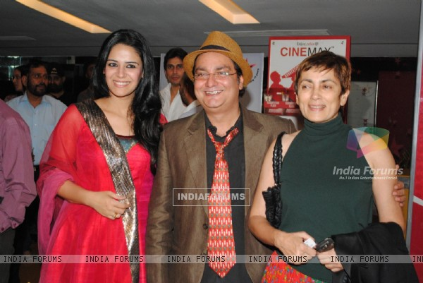 Deepa Sahi,Vinay Pathak and Mona Singh at Premiere of 'Utt Pataang' movie