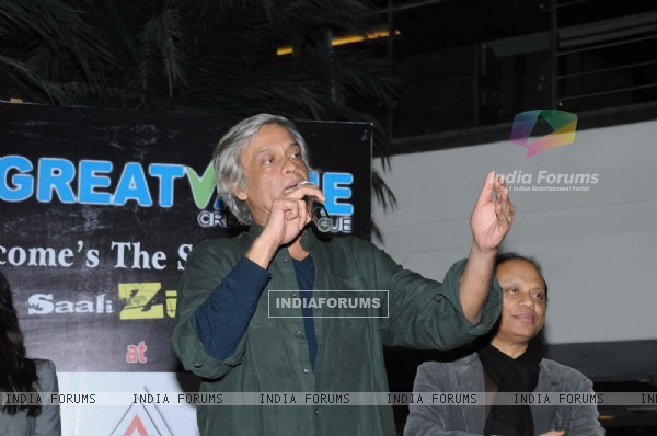 "Sudhir Mishra for Yeh saali zindagi film in Ghaziabad, vaishali located ""Mahagun Mall"""