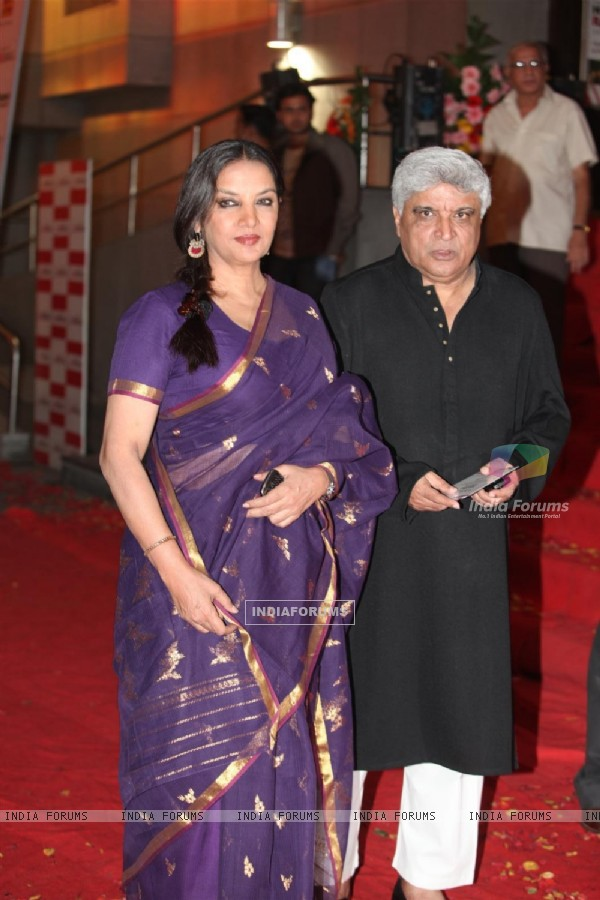 Javed Akhtar and Shabana Azmi at Dev Anand�s old classic film �Hum Dono� premiere at Cinemax Versova