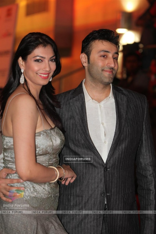 Yukta Mookhey at Dev Anand�s old classic film �Hum Dono� premiere at Cinemax Versova