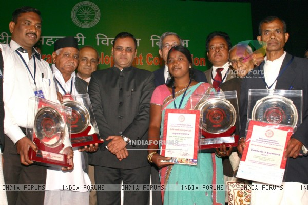Minister of State for Agriculture and Food Processing Industries, Arun Yadav with the NCDC Biennial awardess at a function, in New Delhi on Friday. .